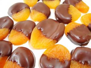 Delicioso Damasco banhado com chocolate